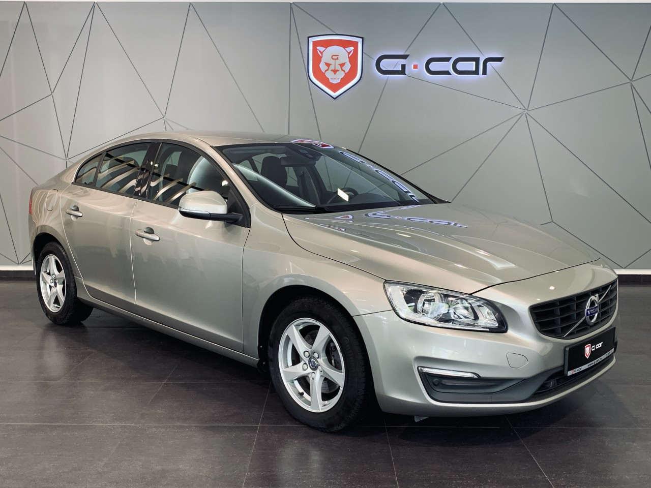 Volvo S60 2.0 D4 Kinetic, Navi
